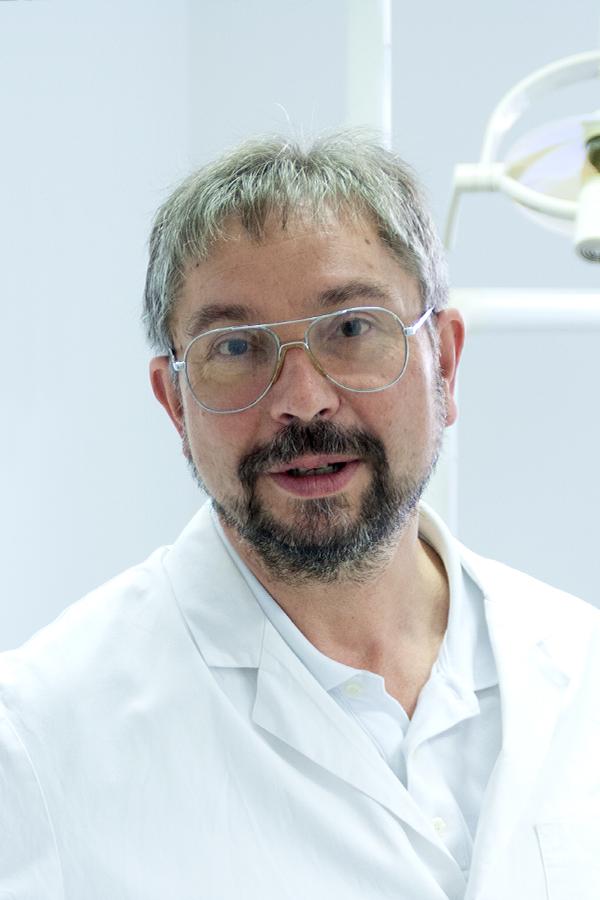 Dr. Karl-Heinz Rügamer, Zahnarzt und Arzt der Zahnarztpraxis in Straubing
