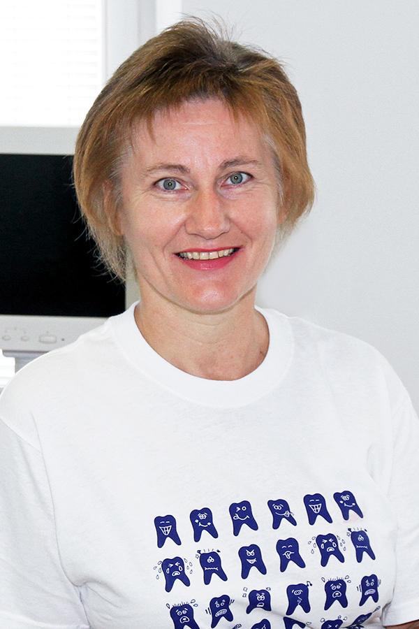 Erika Bachl, Assistenz und Praxislabor der Zahnarztpraxis Rügamer in Straubing