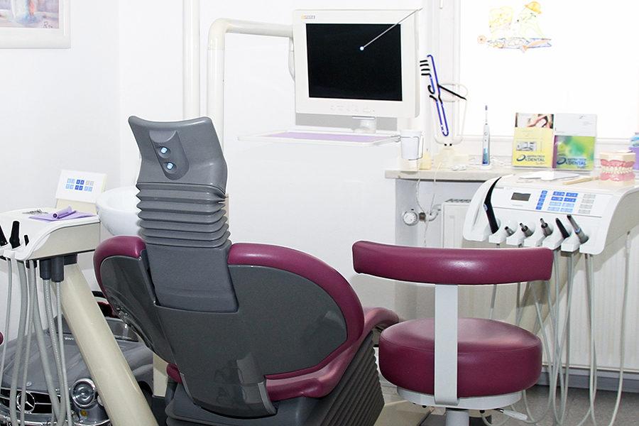 Ein Praxisraum der Zahnarztpraxis Rügamer in Straubing.